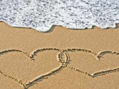 песок, сердце, буква