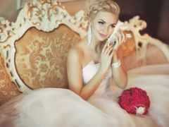 невеста слушает раковину
