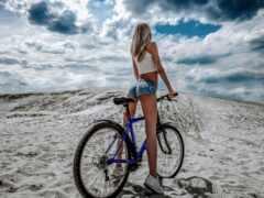 девушка, велосипед, трусы