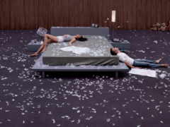подушками, бой, загружено