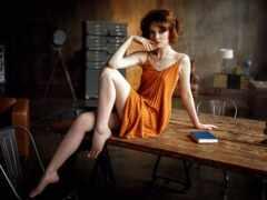 sit, столик, женщина