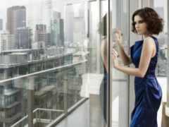 девушка, окна, близко
