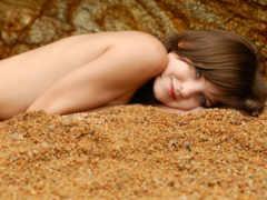 песок, тело, улыбка