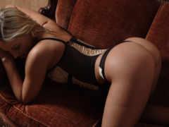 девушка корсет, дамское белье, диван