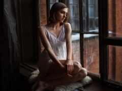 девушка, окно, рубашка
