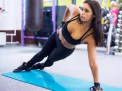 девушка планка спортзал