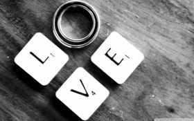 Love из букв и колец