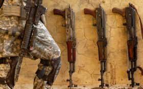 оружие, калаши Фон № 21739 разрешение 1680x1050