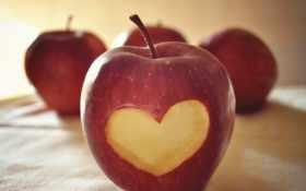 сердце в яблоке