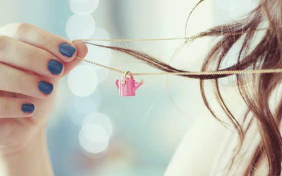 цепочка, лейка, девушка, рука, ногти, волосы, плечо