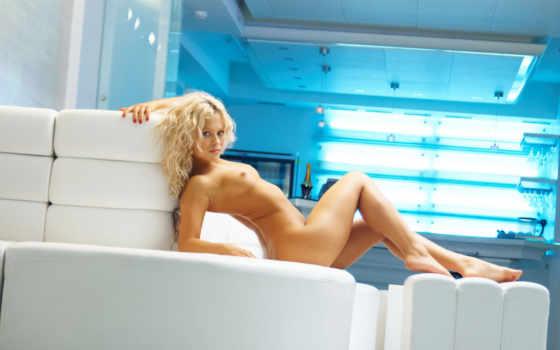 голая блондинка на диване Фон № 14164 разрешение 1920x1200
