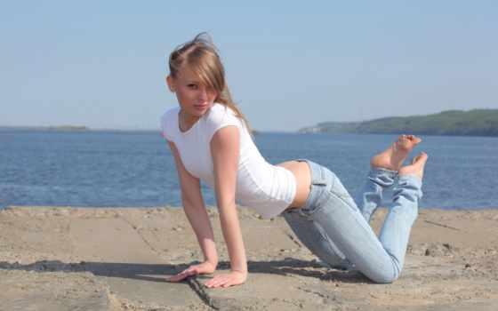 взгляд, девушка, картинку, изображение, девушки, блондинка, добавил, позирует, попка, джинсы, пирс, shirt, выберите, кнопкой, правой, симпатичная, стройная, джинсах,