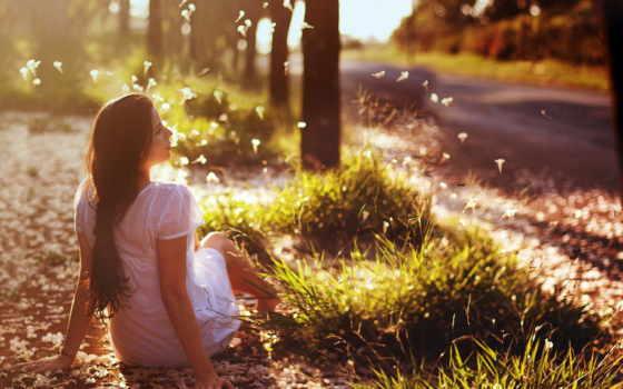 девушка, волосами, длинными, браун, сидит, обочине, around, дороги,