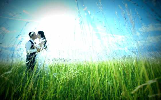 влюбленная пара на природе