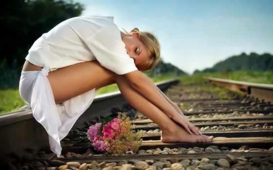 цветы, девушка, девушки, дорога, рельсы, сидит, разных, железная, рельсах,
