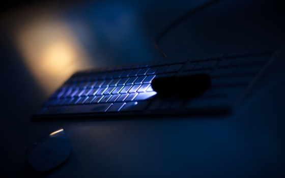 клавиатура в ночи