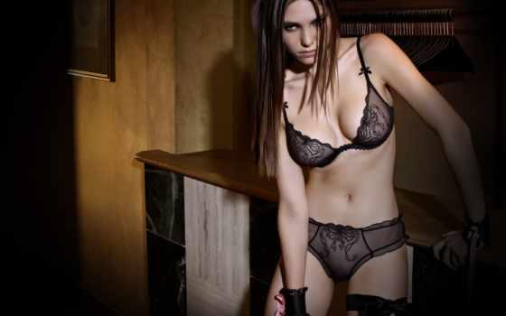девушка в красивом черном белье