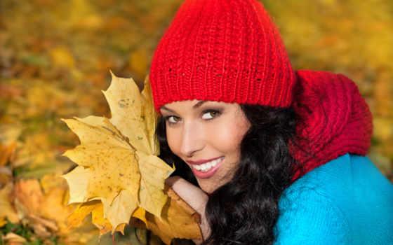 осенние листья и улыбка