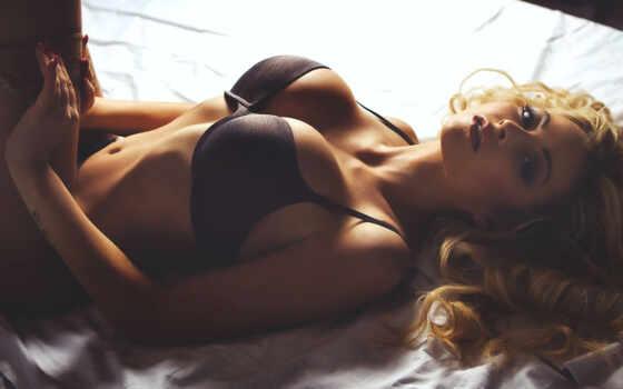, девушка, лежит, большая грудь,