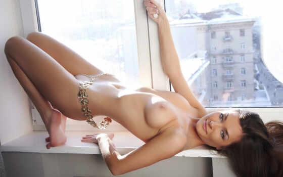 девушка, эротический, обнаженная, windowsill, модель, ожерелье, поза, photos, киска, sexy, lying,