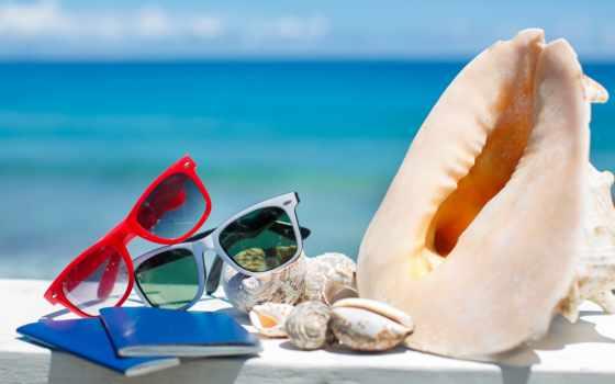 Очки, пляж, солнце, ракушки, паспорт, море
