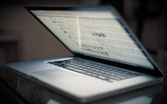 ноутбук полузакрытый