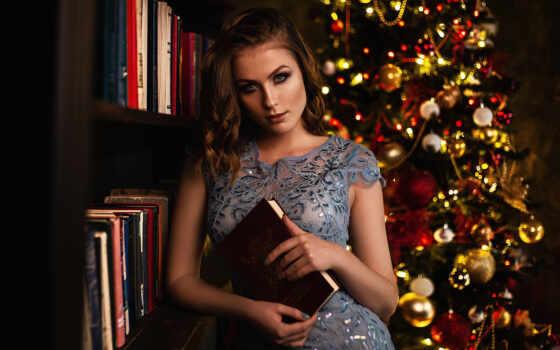 девушка, christmas, дерево, модель, смотреть, платье, книга, поза, волосы, brunette, глаза