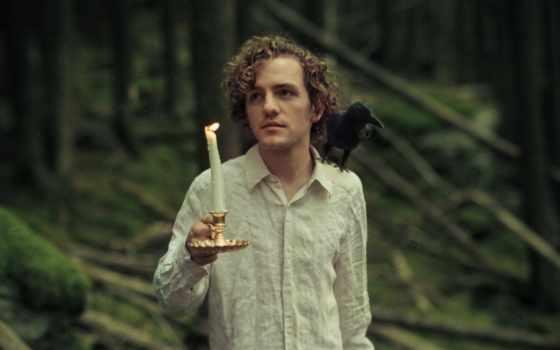 свеча, ворон