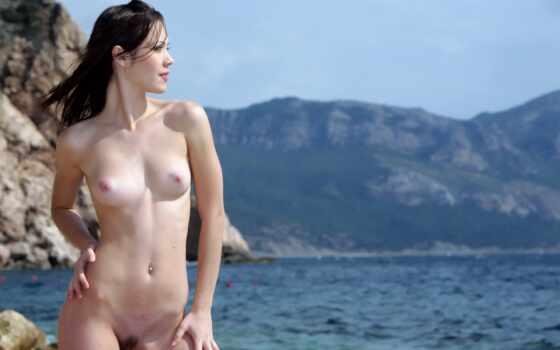 море, голая