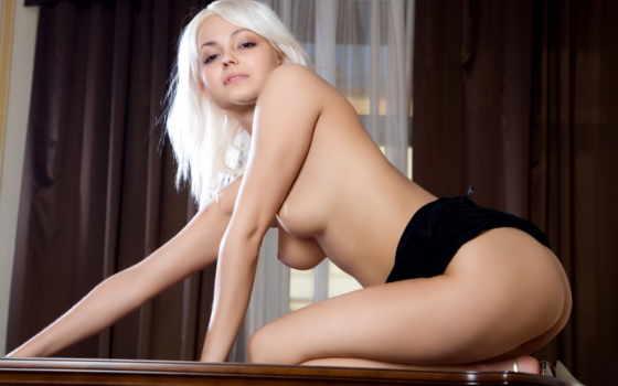 голенькая блондинка