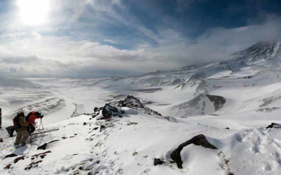 лыжники, горы