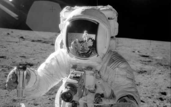 космонавт, луна