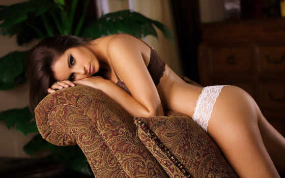 девушка и диван, sexy Фон № 33314 разрешение 3000x1860