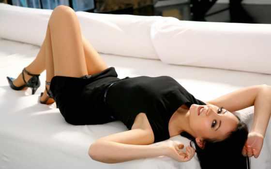 legs, sexy, девушка, диван, eyes, hot, aliexpress, стена, girls, глаза, современный,