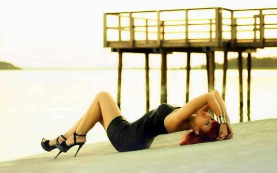 берег, взгляд, рыжие, платье, волосы, причал, поза, рыжая, тело, песок, бесплатные, каблуки, картинку, берегу, возле, причала,
