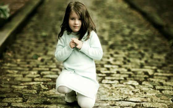 девочка на брущатке