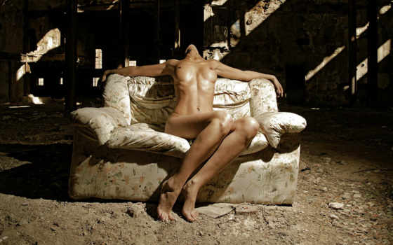 девушка на диване, art