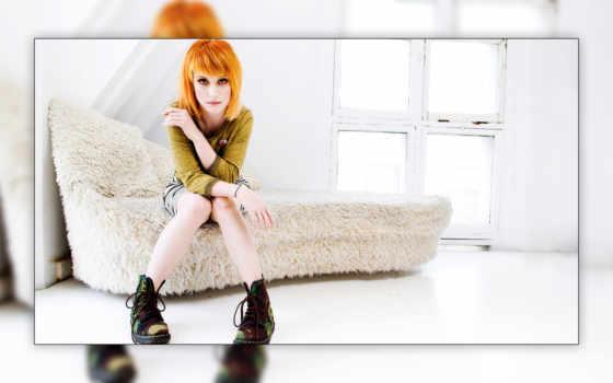 девушка, сидит, диване, рыжая, ноги, williams, ботинки, hayley, devushki, singer, стрижка,