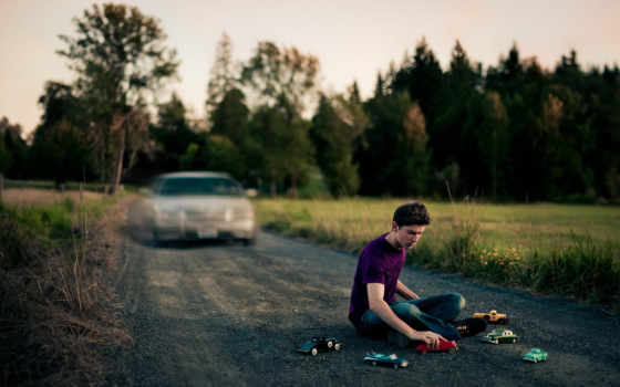 парень, дорога, обстановка, машина, девушка, игрушки,