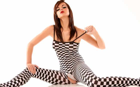 девушки, hole, между, очаровательные, ног, костюме, шахматном, девушек, вырезом, клеточки,