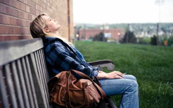 девушка, мешок, blonde, взгляд, картинка, ситуации, скамейка,