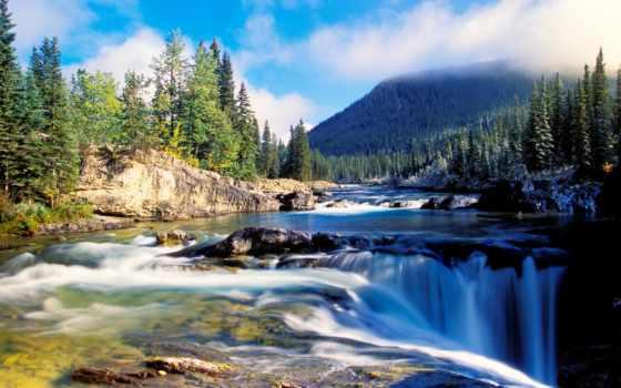 гора и водопад