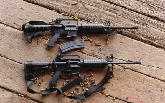 винтовки, штурмовые, автоматы, гильзы, доски,