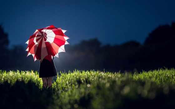 силуэт девушки на зонтике вечером