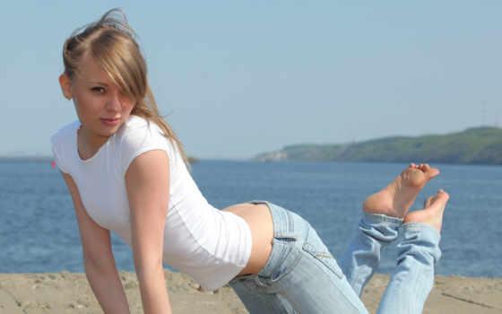 devushki, джинсы, подходят, девушкам, укорачивают, визуально, широкими, длинноногим, манжетами, video,