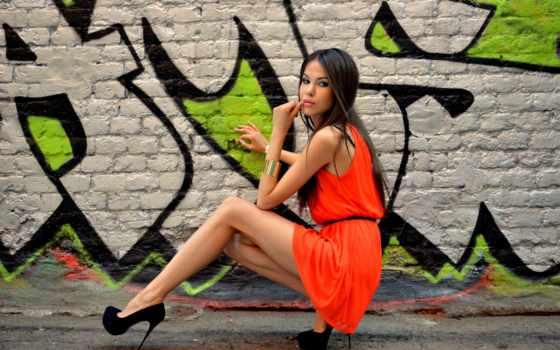 улица, graffiti, девушка, модель, поза, women, платье,