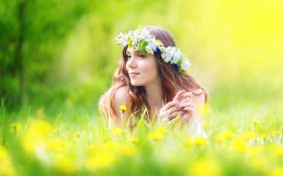 девушка, лугу, цветов, венке, among, лежит, белых, волосами, длинными, улыбающаяся,