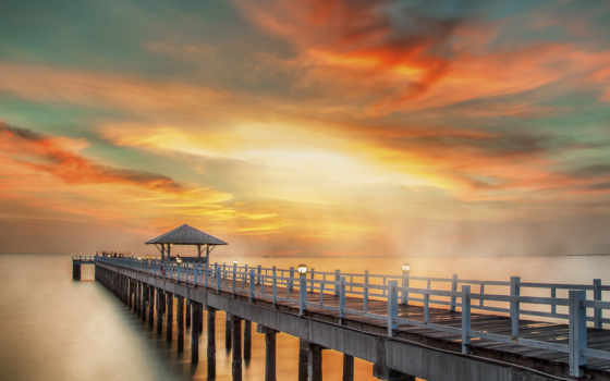 пирс и закат, море