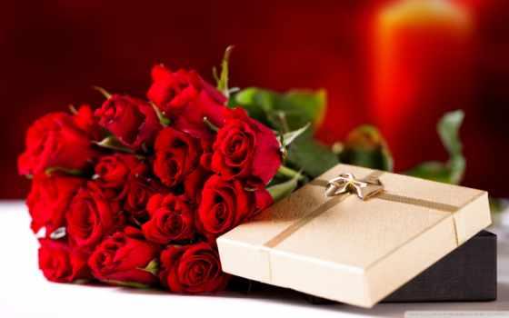 букет роз и подарки