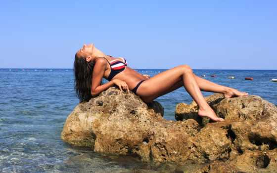девушка, море, камнях